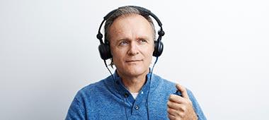 Upplever du nedsatt hörsel? Hör du dåligt? Få information om vanliga tecken på nedsatt eller dålig hörsel och hur nedsatt hörsel kan behandlas. Vi hjälper dig.
