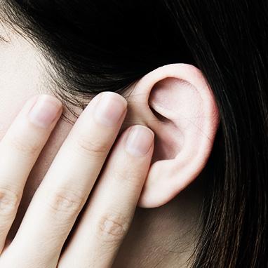 värk i örat efter högt ljud