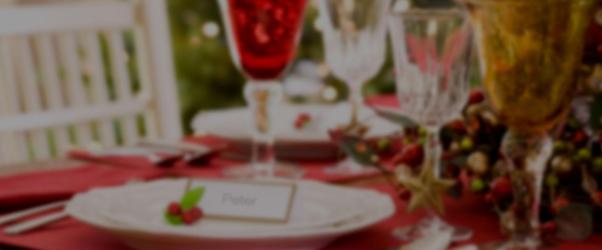 table de fête dressée pour un repas en famille