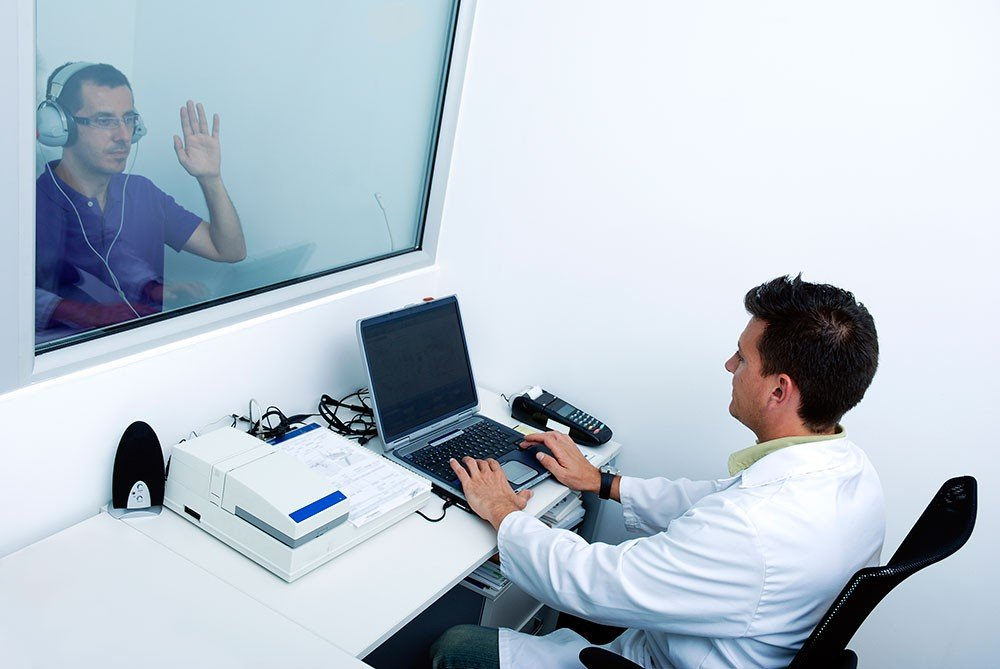 go-to-a-yourhearing-clinic-get-the-right-results1-1000x669
